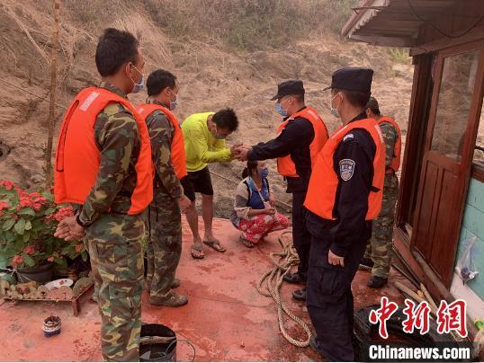中老协作在湄公河上成功救援老挝遇险货船