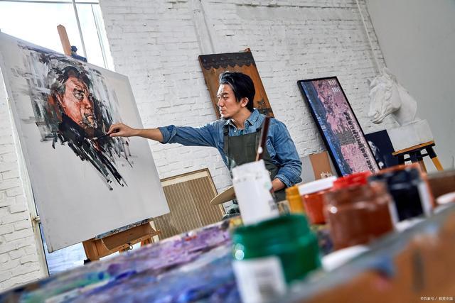 艺术家收入呈多元化,北京某些书画家,籍籍无名却成了钻石王老五